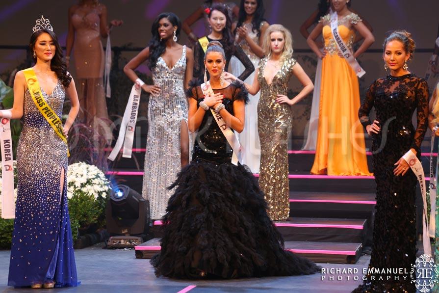 Miss Globe France in Minki Lashes