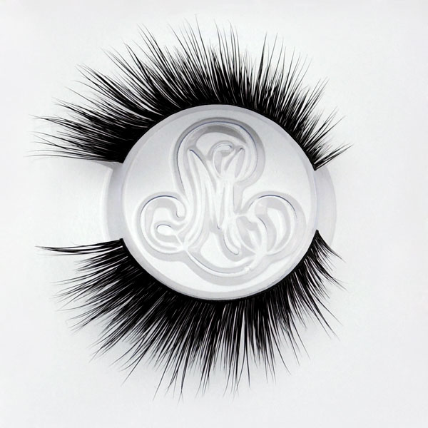 Winged Eyelashes by Minki Lashes
